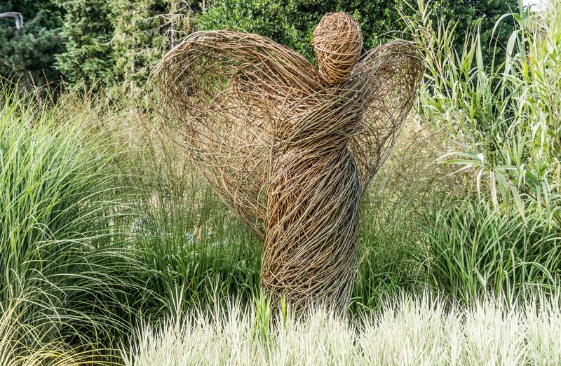 rzezba-w-ogrodzie-wiklina