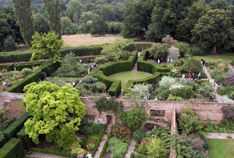 Ogród Sissinghurst widziany z wieży zamkowej