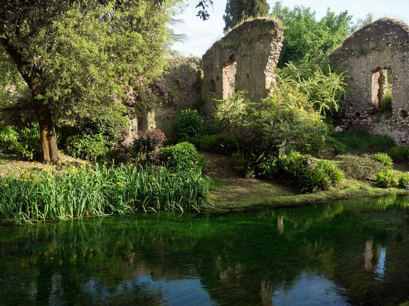 Ruiny starożytnego miasta w ogrodzie